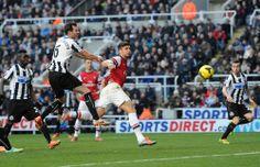 Giroud Scores vs Newcastle 2013-2014.
