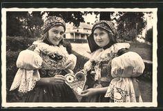 Kroje z Moravského Slovácka Costumes, Photography, Painting, Collection, Pictures, Cards, Photograph, Dress Up Clothes, Fancy Dress