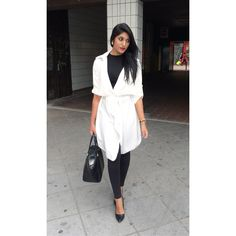 Monochrome look. White Trench. Trench fluide blanc. Look noir et blanc.