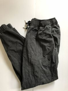 Lululemon Crops Size rip tag still attached. The Crops are in good used condition. Athletic Outfits, Athletic Wear, Lulu Love, Lulu Lemon, Parachute Pants, Charcoal, Sweatpants, Clothing, How To Wear