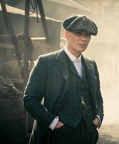 "Cillian Murphy as Thomas ""Tommy"" Shelby in Peaky Blinders - Legends - Anzug Traje Peaky Blinders, Peaky Blinders Set, Peaky Blinders Thomas, Cillian Murphy Peaky Blinders, Business Casual Herren, Peaky Blinders Merchandise, Gangsters, Peeky Blinders, Boardwalk Empire"