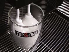 Sensationeller Michschaum auf Knopfdruck direkt heiß oder kalt aus dem Kaffeevollautomaten. Das ist BusinessKLASSE