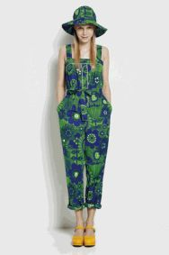 Marimekko krassi jumpsuit Want this so bad Surface Design, Marimekko Dress, Marimekko Fabric, Fashion Catalogue, Kinds Of Clothes, Look At You, Fashion Fabric, Shorts, Overalls