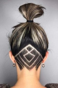 Undercut women hair styles are super daring, and that is why not every babe can pull one off. But if you are an artistic person or a tomboy we are sure that you can sport an undercut. See the trendiest undercuts here. Undercut Tattoos, Undercut Hair Designs, Hair Tattoos, Girl Undercut Design, Undercut Hairstyles Women, Undercut Women, Medium Hairstyles, Pixie Hairstyles, Long Shaved Hairstyles