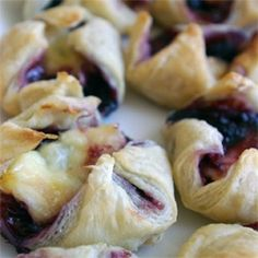 black raspberry-brie bites: great for a finger food party!