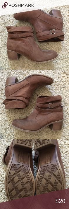 🌻 brown ankle boots 🌻 gently used. excellent condition! worn three times. don't use anymore. comfy and cute and stylish! any questions, just ask. ❤️😊 American Eagle by Payless Shoes Ankle Boots & Booties