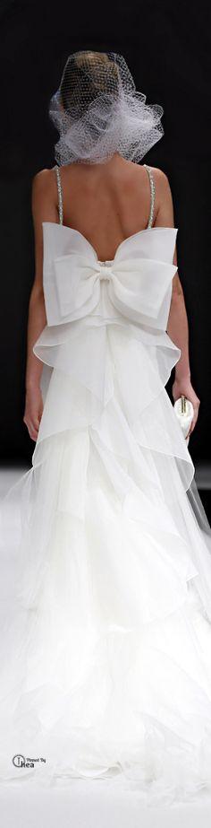 Un vestido que sale de lo común, hermosa espalda!  Badgley Mischka FW15