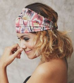 A bandana is also called a kerchief, known as a head scarf. It is used to warp the hair as a hair accessory. It comes in two main geometry, triangle and square. The triangular or square kerchief is usually tied around the head. Moreover, the bandana can be other fashionable accessories, like a headband or[Read the Rest]