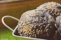 Pan de tinta de calamar con rabas y alioli | llinxfood