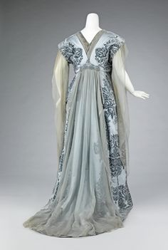 Tea gown - House of Worth (French, Designer: Attributed to Jean-Philippe Worth (French, Designer: Attributed to Jean-Charles Worth (French, Date: ca. 1910 C Vestidos Vintage, Vintage Gowns, Vintage Outfits, Vintage Hats, Antique Clothing, Historical Clothing, Historical Dress, European Clothing, Edwardian Fashion