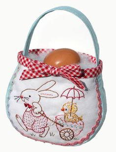 free Easter egg bag and pattern #free pattern #easter #bag - - - this would make a very cute gift basket for a child!