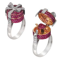 'Surprise Me' ring by Alessio Boschi.