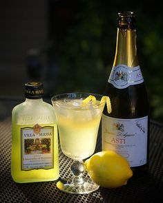 Limoncello Fizzy Sangria This is really fabulous! It ranked highest at our 2013 Sangria Tasting Limoncello Sangria Recipe, Limoncello Cocktails, Sangria Recipes, Drink Recipes, Sangria Cocktail, Wine Cocktails, Summer Cocktails, Lemonchello Drinks, Beverages