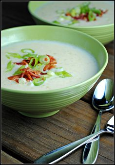 Baked Potato Skinny Soup made with 1% milk and Greek yogurt with only 267 cal/serving!