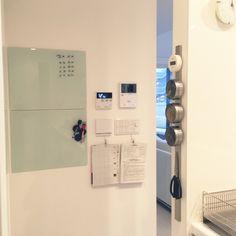 Tinoさんの、DIY,掲示板,ホワイトインテリア,シンプル,白いキッチン,見せる収納,白い空間,ホワイト,IKEA,ナイフラック,ホワイトボード ガラス,キッチン,のお部屋写真