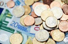 1.790 евро среднемесячная зарплата на Кипре http://feedproxy.google.com/~r/russianathens/~3/gYrBqpSwO14/23156-1-790-evro-srednemesyachnaya-zarplata-na-kipre.html  Средняя ежемесячная заработная плата на Кипре (до налогообложения) немного выросла во втором квартале 2017 года и достигла 1.798 евро.Во втором квартале 2016 года эта сумма составляла 1793 евро, сообщаетCystat.