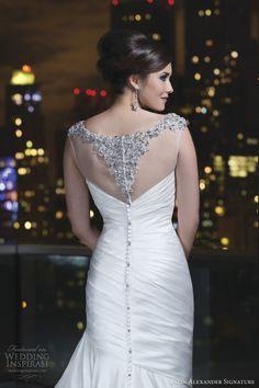 Te muestro, lo que creo podría ser, la mayor selección de vestidos de novia, donde la espalda es la gran protagonista. He escogido modelos que podrán inspirarte y puede que te enamores de alguno. …