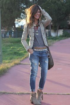 baggy pants and militar jacket by mytenida muy mi estilo Más. Mode Outfits, Jean Outfits, Fall Outfits, Casual Outfits, Fashion Outfits, Womens Fashion, Fashion Scarves, Black Outfits, Jeans Fashion
