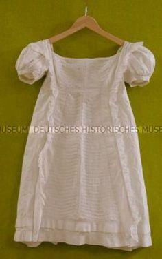 1815-20, Kinderkleid aus Baumwolle, bestickt und gestärkt, Deutschland?