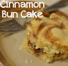 Cinnamon Bun Cake Recipe - warm cinnamon cake with sweet icing to drizzle on top! Easy to make and would be awesome for breakfast! Cake Recipes, Dessert Recipes, Just Desserts, Delicious Desserts, Yummy Food, Delicious Chocolate, Chocolate Cake, Cinnamon Bun Cake, Gourmet