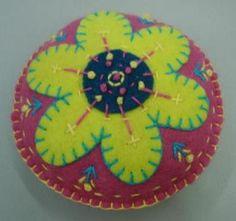 mandala bordada com flor
