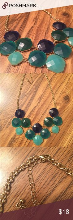 Francesca's Collections Statement Necklace Blue green statement necklace from Francesca's Collections. Perfect condition. Use to dress up an outfit! Francesca's Collections Jewelry Necklaces