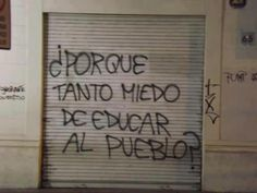 Un pueblo educado es un pueblo libre. Kant. Pueblo que se somete, perece. El… Protest Posters, Protest Art, Utopia Dystopia, Street Quotes, Spanish Words, Spanish Quotes, Political Art, Political Posters, Pretty Quotes