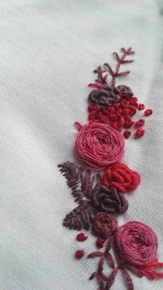 Hand – collar FLEURI partially embroidered organic cotton T-shirt T-Shirt aus Bio-Baumwolle bestickte Hand COL FLEURI teilweise Hand Embroidery Videos, Embroidery On Clothes, Shirt Embroidery, Embroidered Clothes, Hand Embroidery Designs, Embroidery Stitches, Embroidery Patterns, Diy Broderie, Organic Cotton T Shirts