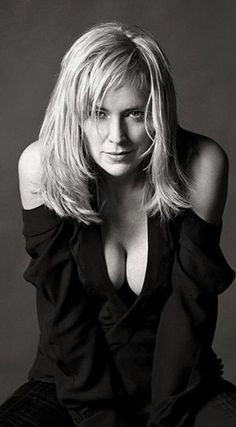 ☺ The amazing breasts of the gorgeous Sharon Stone in a tight cleavage revealing black dress Beautiful Celebrities, Beautiful Actresses, Most Beautiful Women, Sharon Stone Photos, Actrices Sexy, Actrices Hollywood, Black And White Portraits, Belle Photo, American Actress