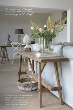 Creative DIY And Cheap Sofa Table Design Ideas - Best Home Decorating Ideas Sofa Table Design, Sofa Table Decor, Sofa Table Styling, Couch Table, Modern Sofa Table, Diy Table, Wood Table, Table Decorations, Cheap Sofa Tables