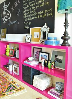 pink shelves and chalkboard wall so cool! My New Room, My Room, Pink Shelves, Pink Bookshelves, Low Shelves, Home Decoracion, Creation Deco, Decoration Inspiration, Decor Ideas