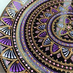 Flechazo de purplove amo los colores!! Amo los mandalas, es perfecto Mandala Art, Mandala Design, Mandala Drawing, Mandala Painting, Dot Art Painting, Stone Painting, Posca Art, Circle Art, Aboriginal Art