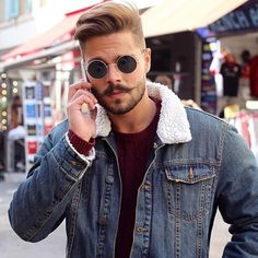 5 Men's Hairstyles for Summer 2017 side haircut mens Mexican Hairstyles, Modern Hairstyles, Cool Hairstyles, Hairstyle Ideas, 2017 Hairstyle, Hairstyle Photos, Style Hairstyle, Mustache Men, Mustache Styles