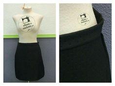 La falda negra de polipiel de Marta es súper fácil de combinar! Lo bien que le queda cuando viene a Clases de costura!! # faldaevase #faldapolipiel #faldabasica
