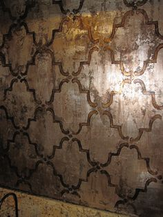Color/finish idea for master bedroom wall feature - bronze Links to website to purchase. Looking for how to distress silver leaf on a wall. ~Distressed Silver Leaf with Bronze Foil on Large Moorish Trellis stencil by Royal Design Studio~ Moroccan Stencil, Damask Stencil, Wallpaper Stencil, Moroccan Decor, Plafond Design, Stenciled Floor, Tadelakt, Wall Finishes, Faux Paint Finishes