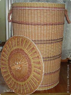 Поделка изделие Плетение Корзина для белья Трубочки бумажные фото 1