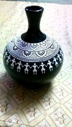 Pin by Watermark Bindery on Native Pottery design ideas Worli Painting, Bottle Painting, Ceramic Painting, Ceramic Art, Painted Glass Bottles, Glass Bottle Crafts, Bottle Art, Pottery Painting Designs, Paint Designs