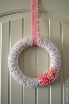 Easy Spring Wreath Craft using Yarn -- Have you ever made your own wreaths?  This is only my 2nd one ever! :)