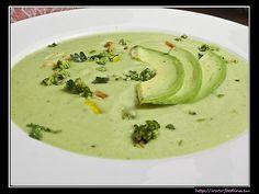 Avocadosuppe mit Pinienkern-Gremolata | Foodina