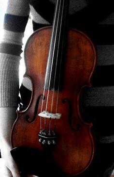 violin by SaRAWRRR