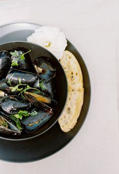 White Wine Steamed Mussels + Grilled Bread | theglitterguide.com