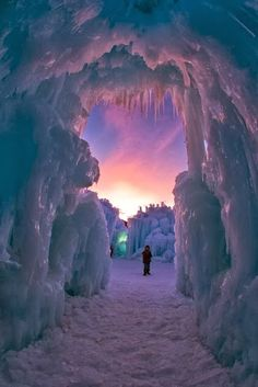 Ice Castle midway, Utah, USA