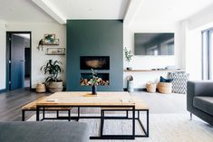 Contemporary industrial lounge with dark grey feature wall and greenery Kitchen Feature Wall, Fireplace Feature Wall, Feature Wall Living Room, Contemporary Lounge, Modern Lounge, Contemporary Home Decor, Dark Lounge, Bungalow Interiors, Bungalow Renovation