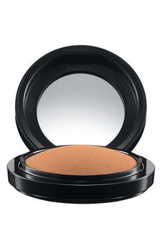 MAC // mineralized skin finished in the shade 'Give Me Sun'