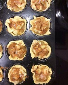 Μινι Ταρτακια Μηλου Griddle Pan, Apple Pie, Sweet Recipes, Muffin, Cooking Recipes, Vegan, Cookies, Breakfast, Food
