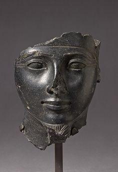 Visage du dieu Amon règne de Séthi Ier (1294 - 1279 avant J.-C.) basalte    Site officiel du musée du Louvre