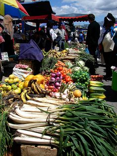 Otavalo Market, near Cuenca, Ecuador. The largest outdoor market in South America. Fresh from the Equator by jen.cushman, via Flickr Изобилие...