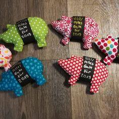 Schweinchen nähen - Gratisanleitung - glutenfreie Rezepte & kreative Ideen autour du tissu déco enfant paques bébé déco mariage diy et crochet Personalised Gifts Handmade, Handmade Toys, Fabric Crafts, Sewing Crafts, Sewing Projects, Sewing Ideas, Diy And Crafts, Crafts For Kids, Jar Crafts