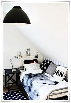 Design 20 snug youth rooms with sloping ceilings Design 20 snug youth rooms with sloping ceilings – Diy crafts Home Cool Bedrooms For Boys, Teen Boy Rooms, Cool Kids Rooms, Teen Bedroom, Bedroom Decor, Teen Boys, Bedroom Ideas, Master Bedroom, Nursery Ideas