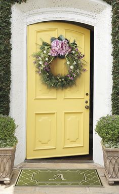 Gorgeous Yellow Door My Cute House Furniture And Stuff Yellow Front Doors, Front Door Paint Colors, Painted Front Doors, Front Door Decor, Door Entry, Yellow Cottage, Yellow Houses, Spring Home, Mellow Yellow